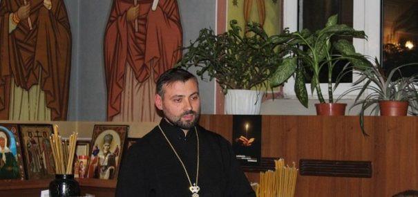 """Studiu biblic la Biserica USM: tema discuției """"Tâlcuiri la Cartea Facerii"""""""